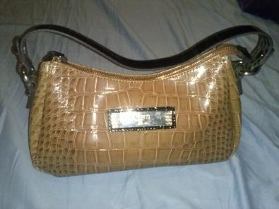 Bolso GUESS color miel 100% original trueque